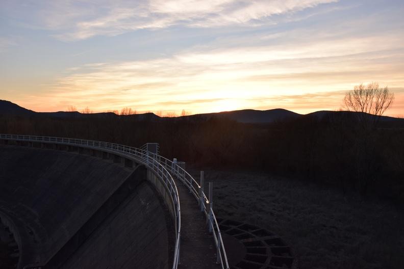 Barrage de Ceyrac au soleil couchant