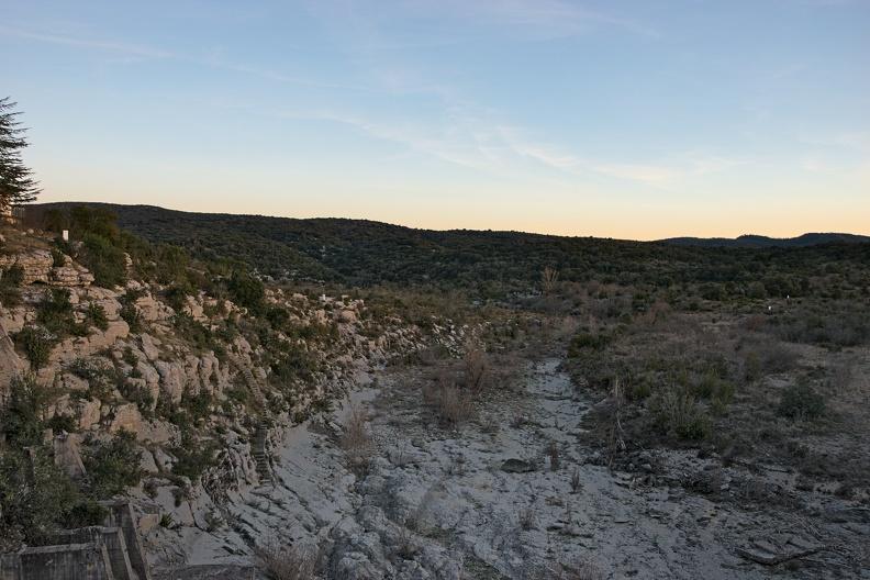 Lit du Rieu Massel depuis le barrage de Ceyrac