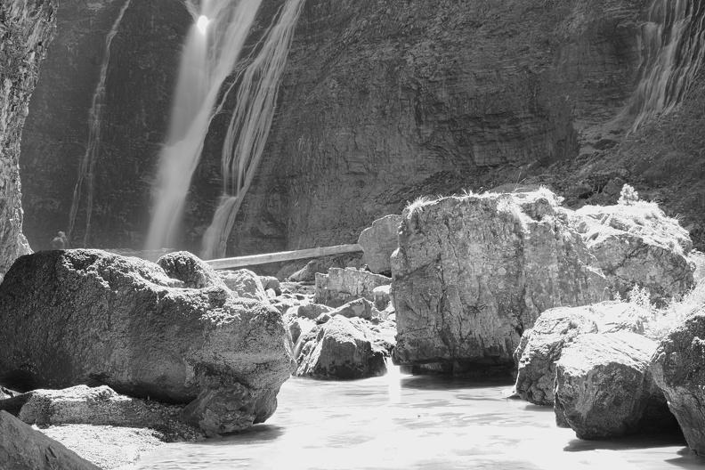 Cascade dans le Parc National d'Ordesa (N/B)
