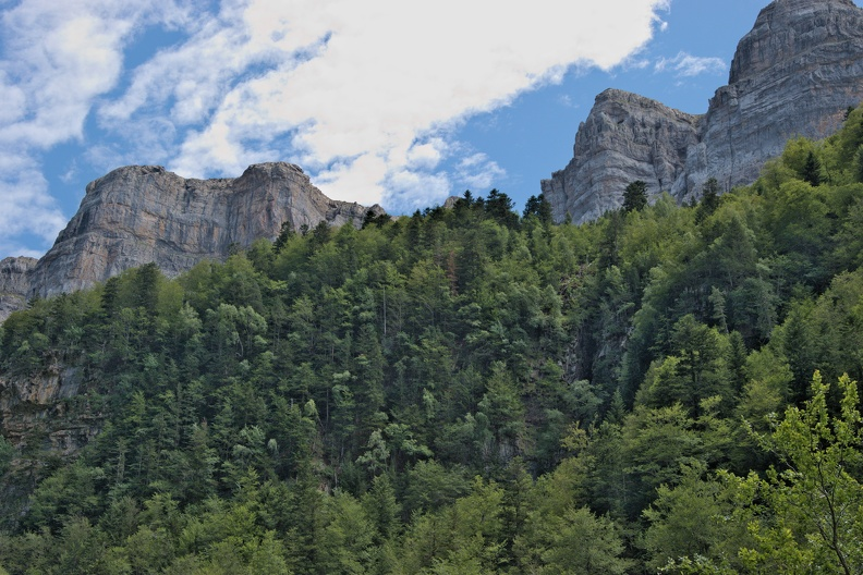 Falaises dans le Parc National d'Ordesa