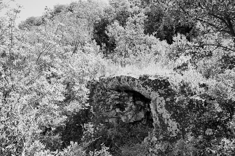 Pont de la Combe Pradier - aqueduc romain de Nîmes (N/B)