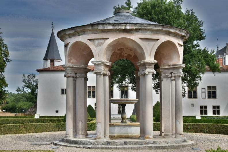 Jardin du château de la Bâtie d'Urfé (HDR)