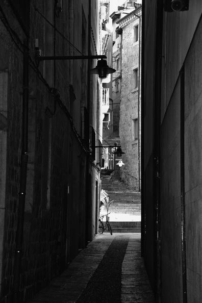Ruelle dans Gérone (monochrome)
