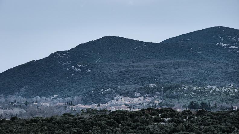 Le village de Sauve au pied du Coutach