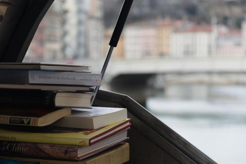 Bouquiniste en bord de la Saône