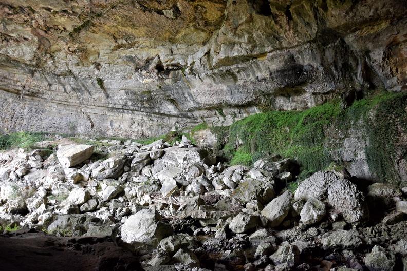 Éboulis en entrée sud de la Grotte du Mas-d'Azil