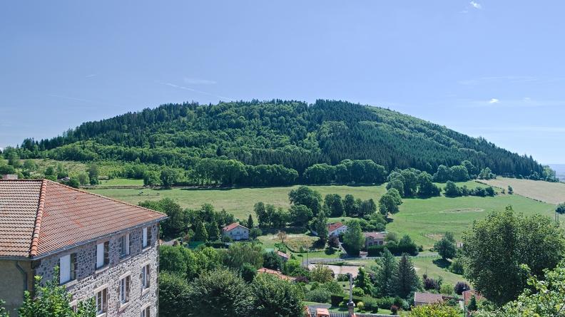 Le village d'Allègre et le Mont Bar